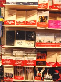 Livres avec bandeaux rouge