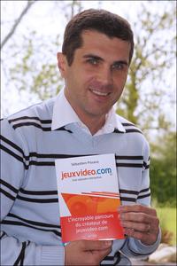 Photo seb avec le JVBook